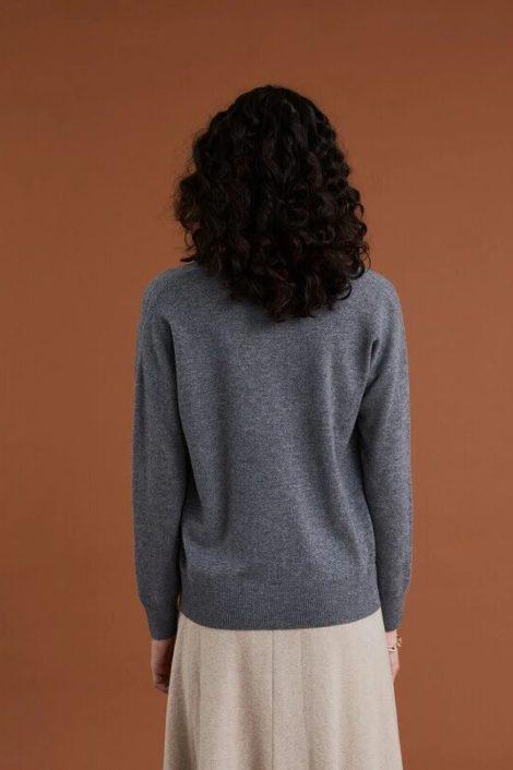modèle portant un pull flanelle pour femme