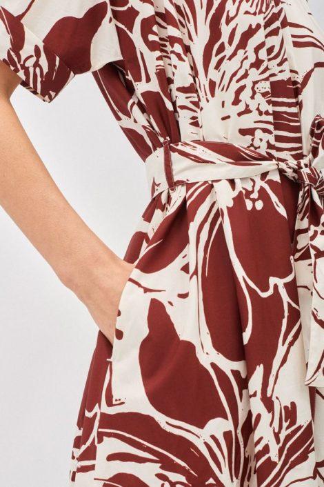mannequin portant une robe longue pour femme