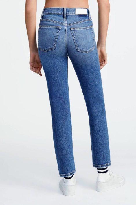 mannequin portant un denim coupe skinny pour femme signé redone