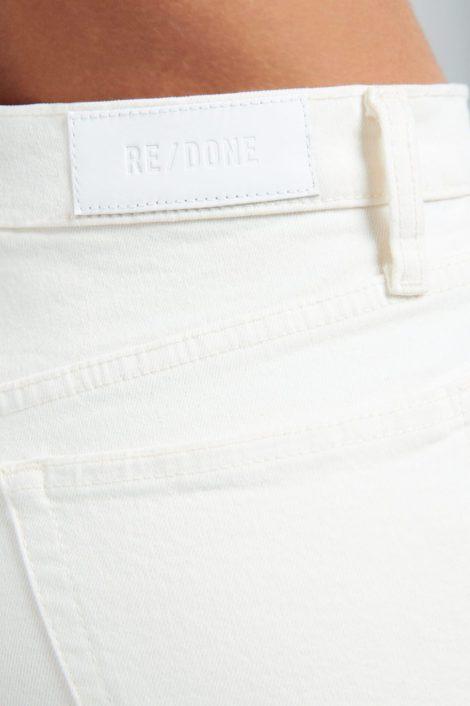 mannequin portant un denim blanc vintage pour femme