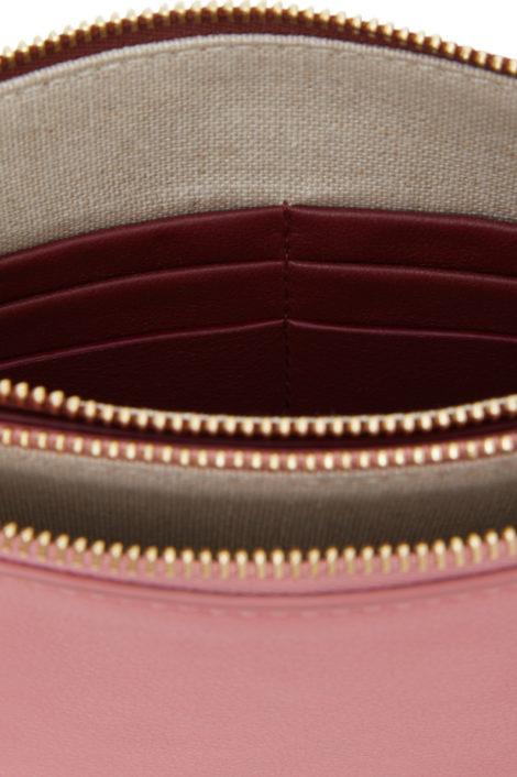 Sac en cuir fabriqué en Italie. Il comporte deux poches à zipper.