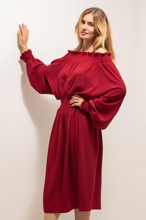 robe rouge la nuit de trois quart