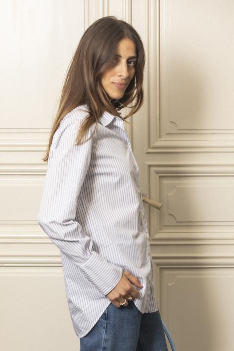 model portant une chemise d'homme pour femme