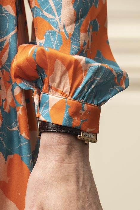 Mannequin portant une robe longue en soie