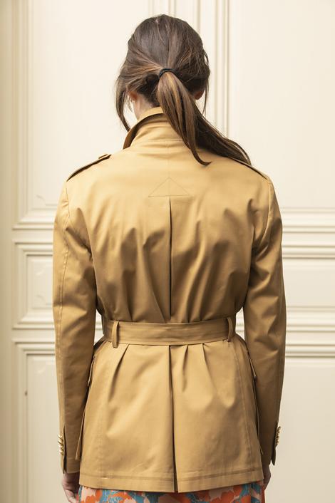 mannequin portant une veste saharienne