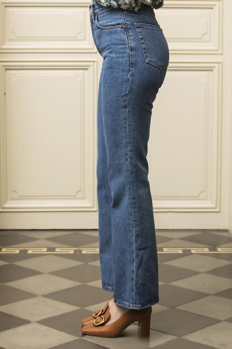 mannequin portant un denim pour femme redone