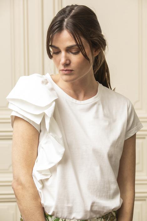 mannequin portant un t-shirt pour femme blanc coton