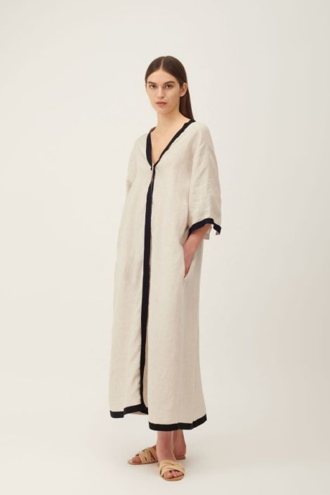 mannequin portant une robe en lin