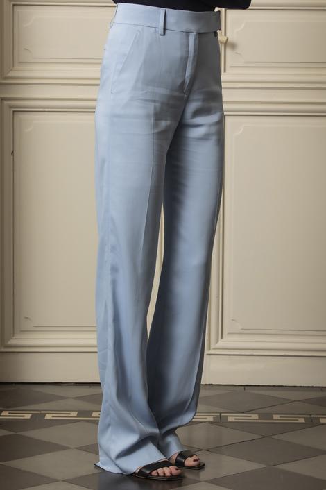 mannequin portant un pantalon droit pour femme bleu ciel