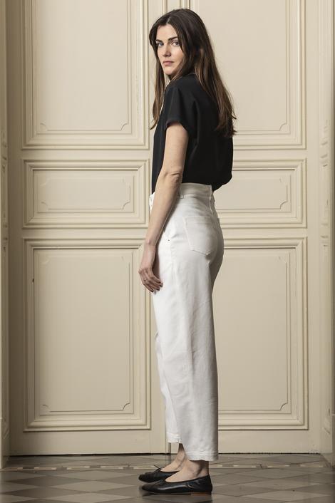 Mannequin posant pour la nouvelle collection de vêtement 2021