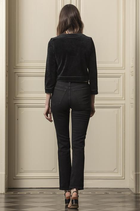 Mannequin posant pour la nouvelle collection printemps/été 2021