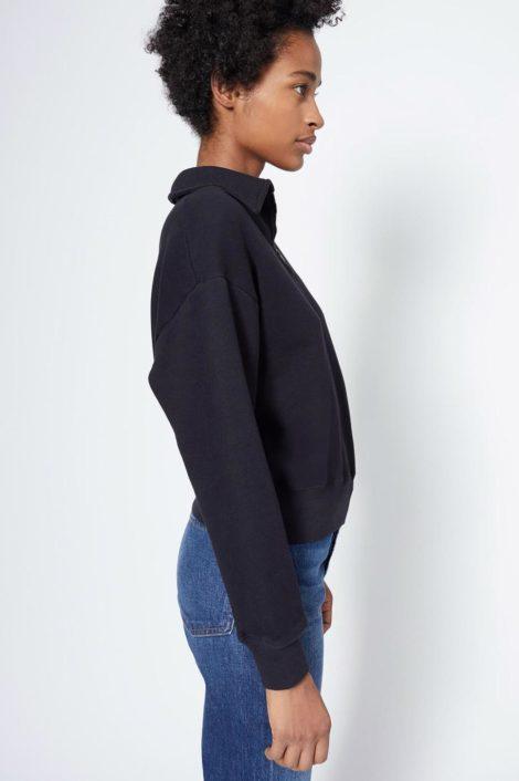 Mannequin portant un sweat noir pour femme