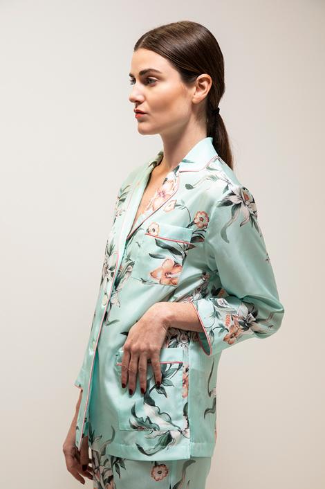 Mannequin portant une veste en soie pour femme imprimée floral