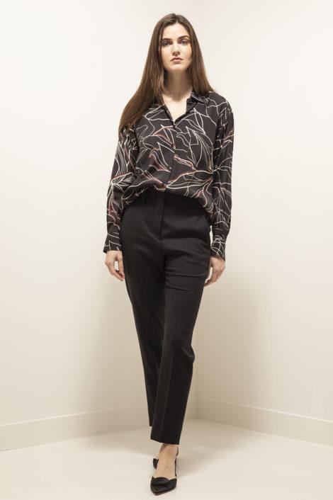 chemise noir avec motif femme