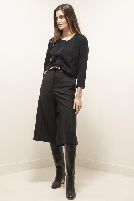 Mannequin portant une jupe culotte noire pour femme