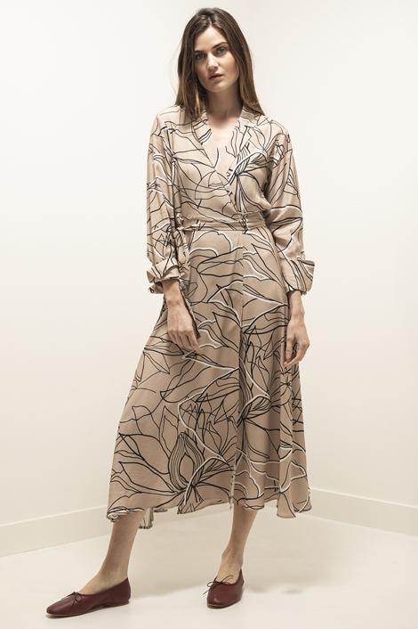 Mannequin femme portant une robe longue pour femme